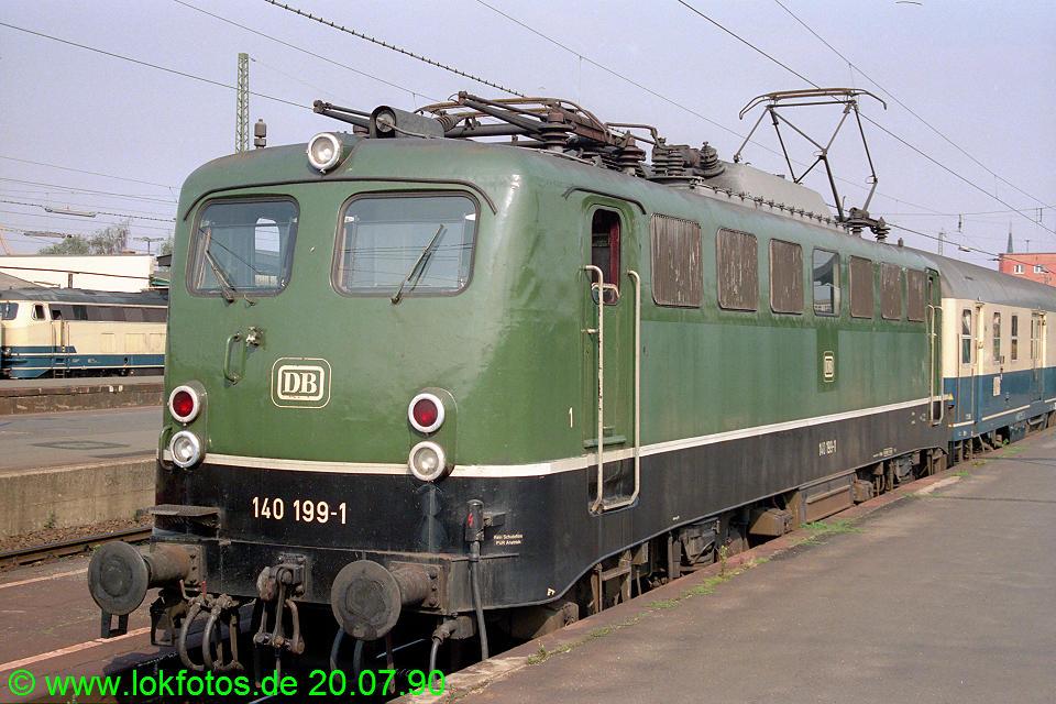 http://www.lokfotos.de/fotos/1990/0720/10934.jpg