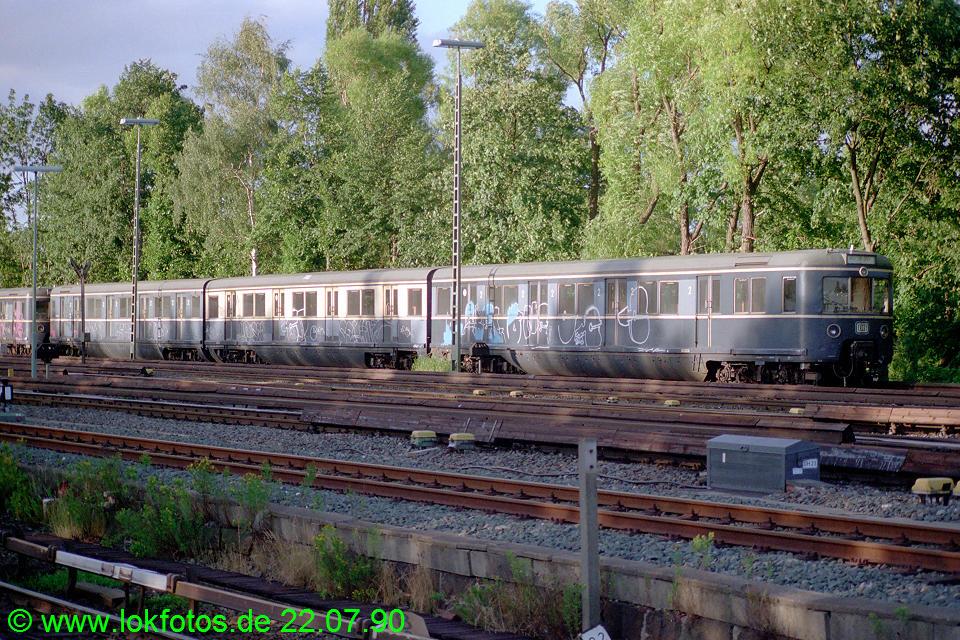 http://www.lokfotos.de/fotos/1990/0722/11025.jpg