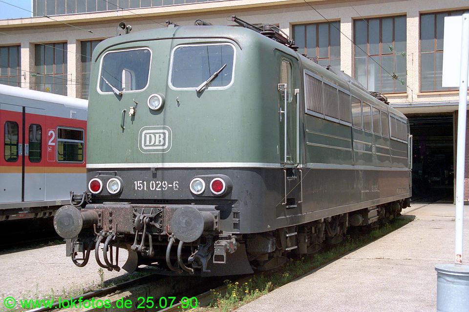http://www.lokfotos.de/fotos/1990/0725/11102.jpg