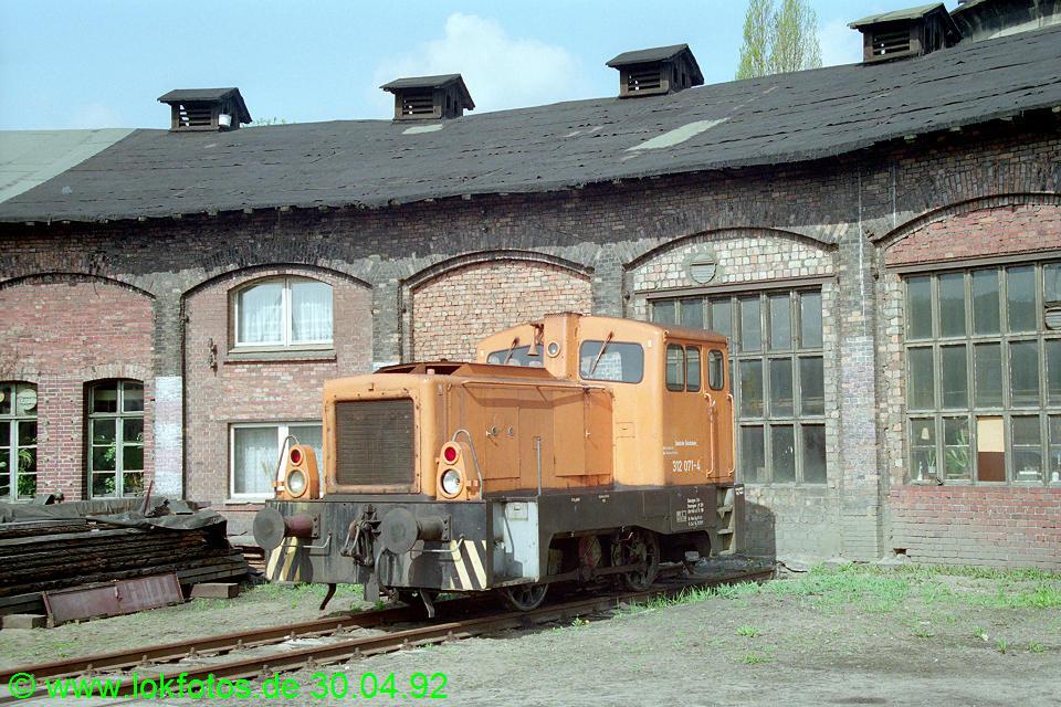http://www.lokfotos.de/fotos/1992/0430/15488.jpg