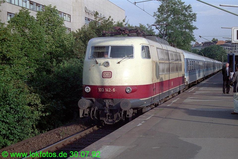 http://www.lokfotos.de/fotos/1992/0730/17275.jpg