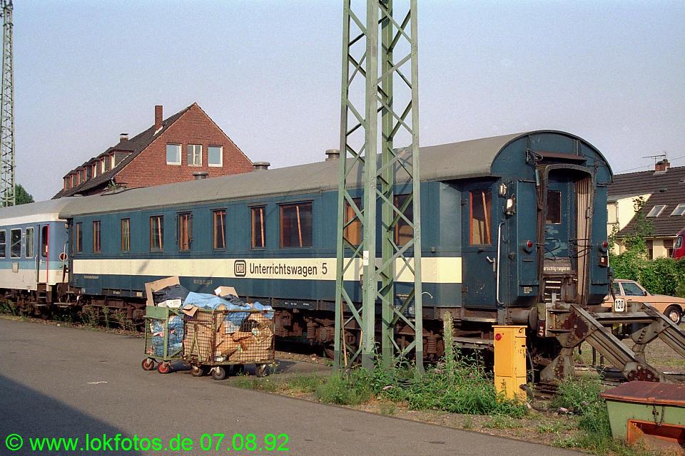 http://www.lokfotos.de/fotos/1992/0807/17663.jpg