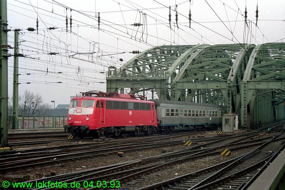 http://www.lokfotos.de/fotos/1993/0304/18070.jpg