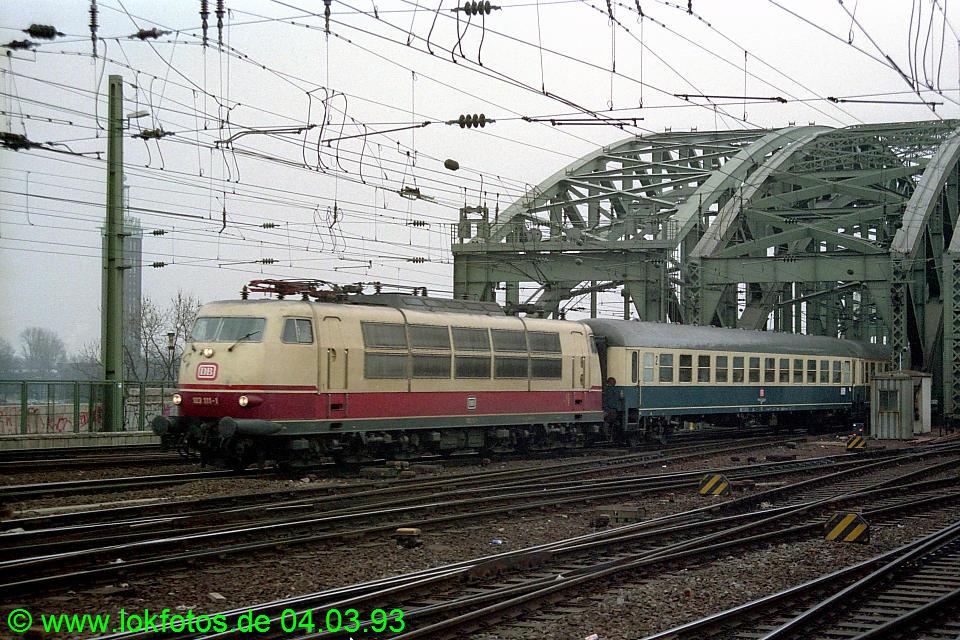 http://www.lokfotos.de/fotos/1993/0304/18079.jpg