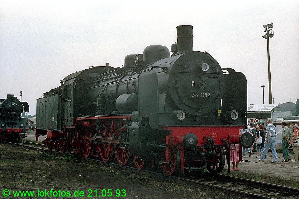 http://www.lokfotos.de/fotos/1993/0521/18252.jpg