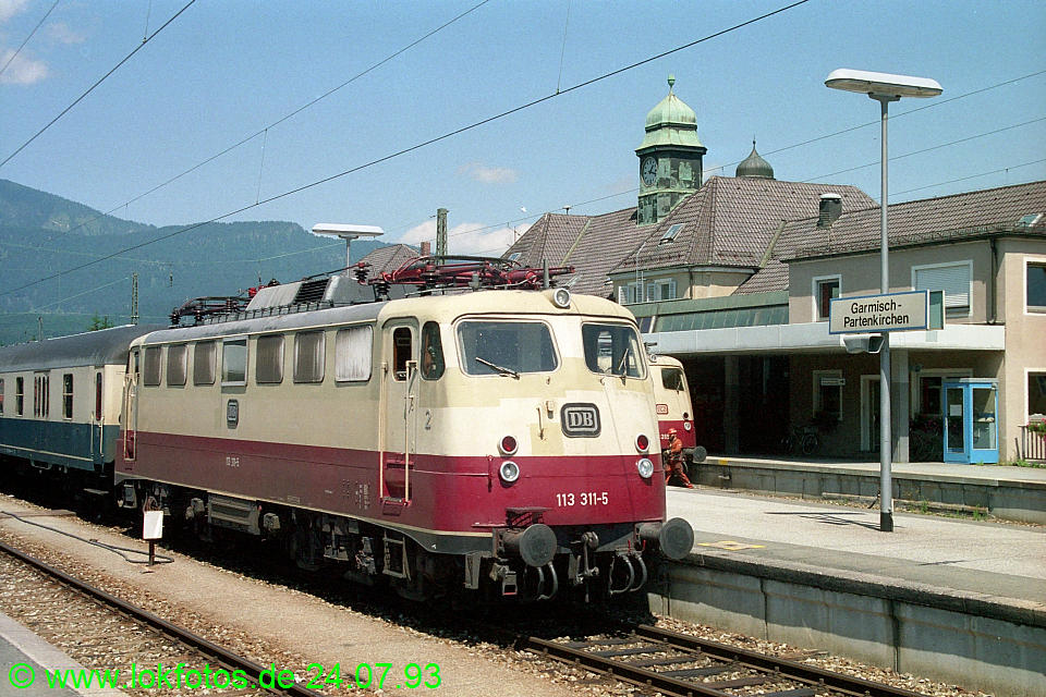 http://www.lokfotos.de/fotos/1993/0724/18686.jpg