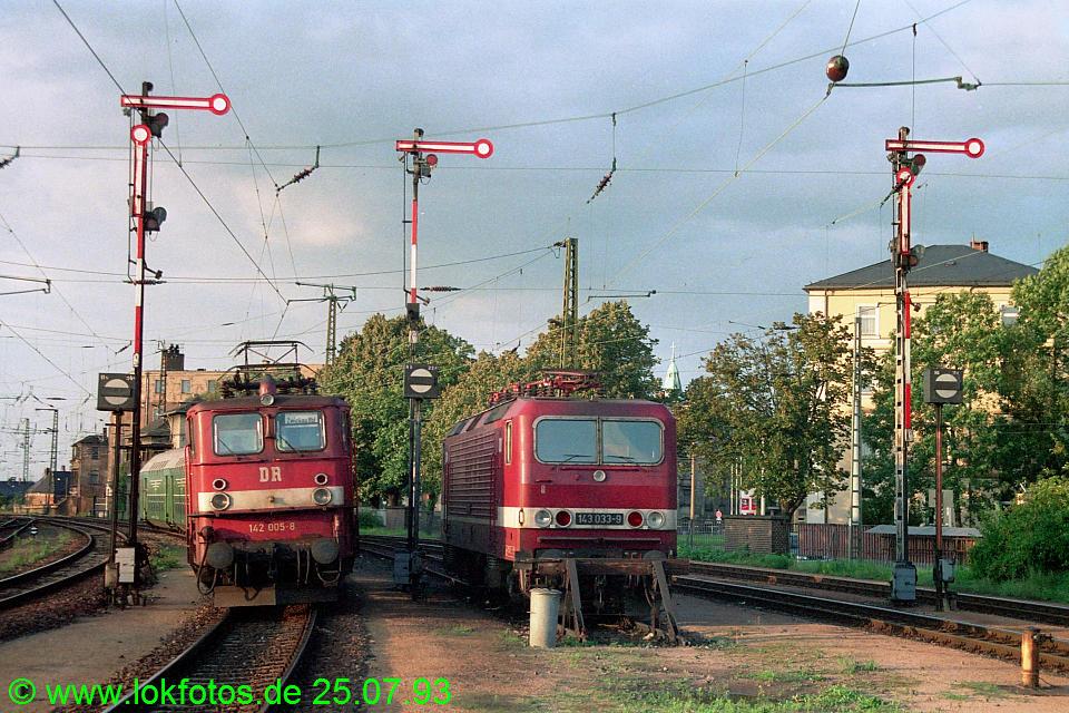 http://www.lokfotos.de/fotos/1993/0725/18777.jpg