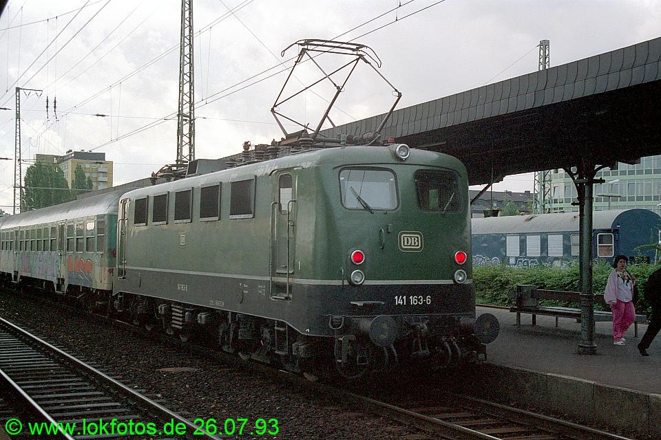 http://www.lokfotos.de/fotos/1993/0726/18781.jpg