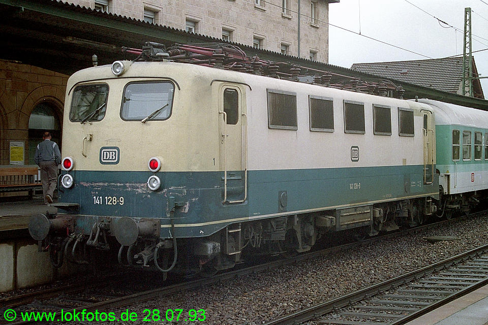 http://www.lokfotos.de/fotos/1993/0728/18807.jpg