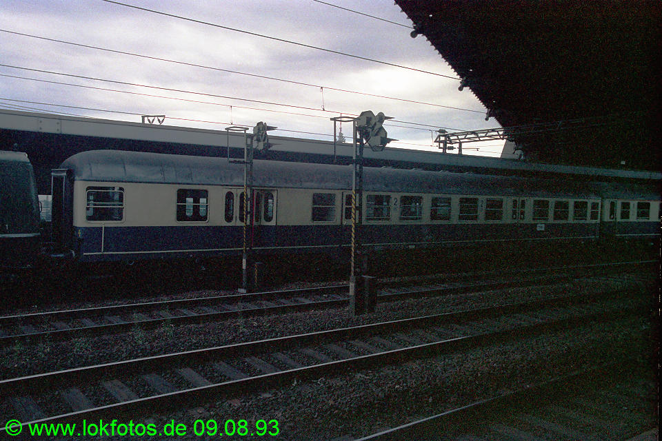 http://www.lokfotos.de/fotos/1993/0809/19085.jpg