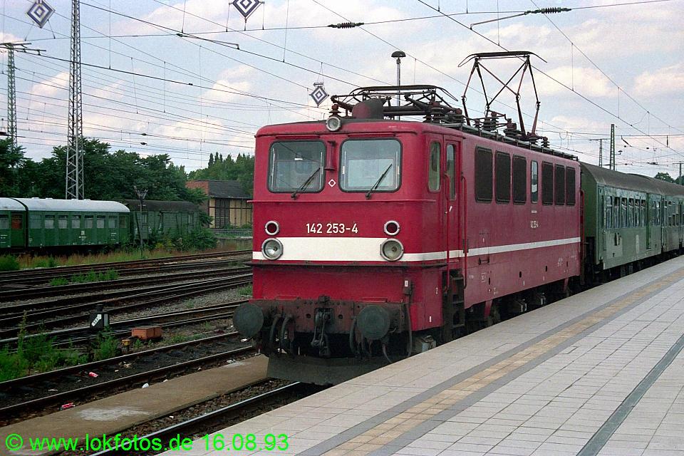 http://www.lokfotos.de/fotos/1993/0816/19303.jpg
