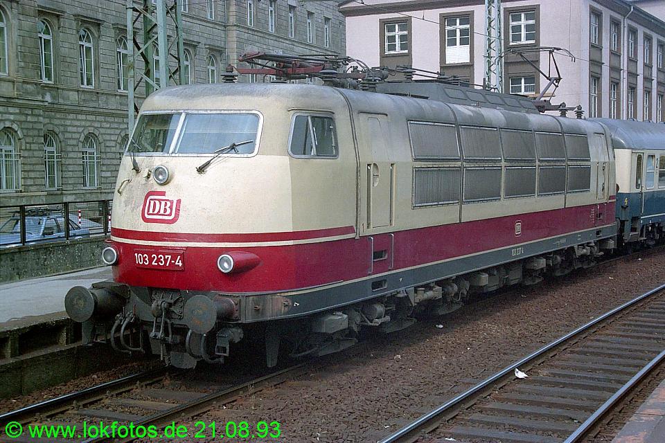 http://www.lokfotos.de/fotos/1993/0821/19455.jpg