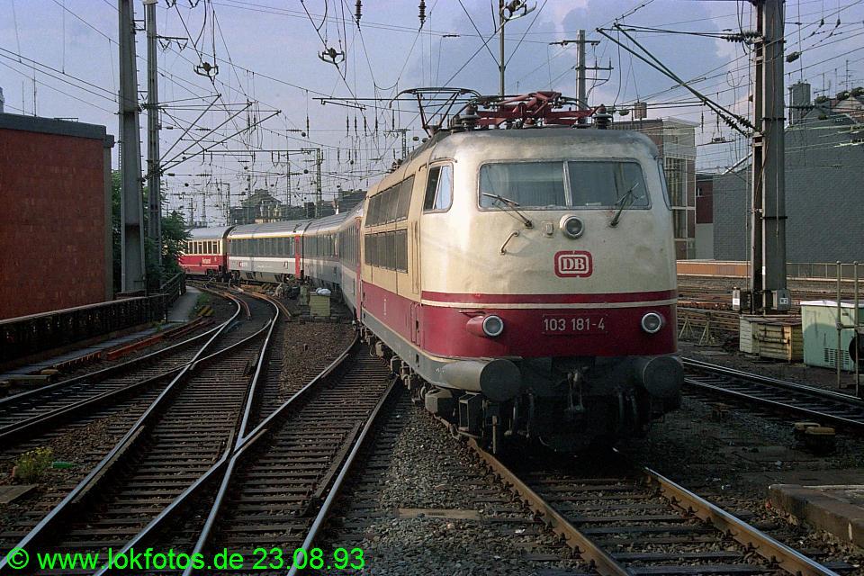 http://www.lokfotos.de/fotos/1993/0823/19540.jpg