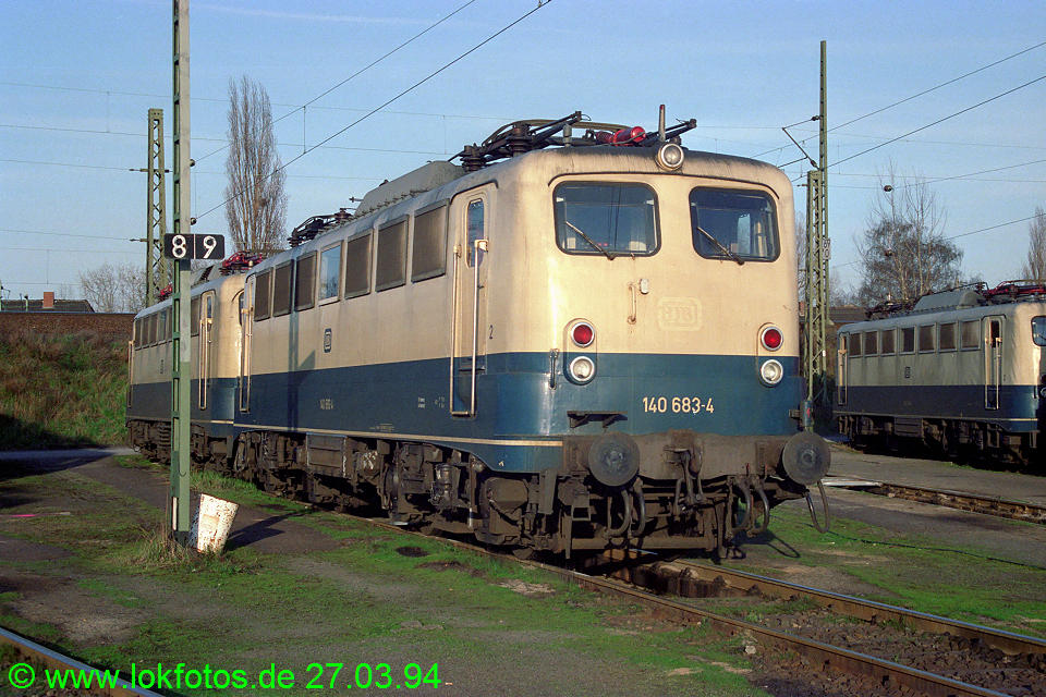 http://www.lokfotos.de/fotos/1994/0327/20020.jpg