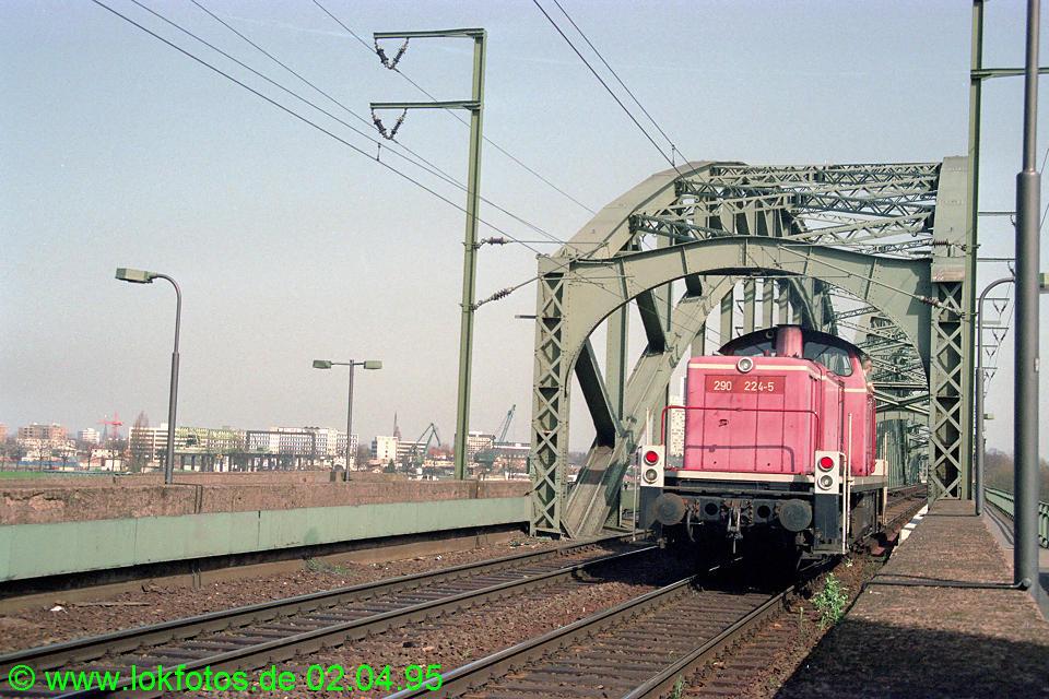 http://www.lokfotos.de/fotos/1995/0402/21150.jpg